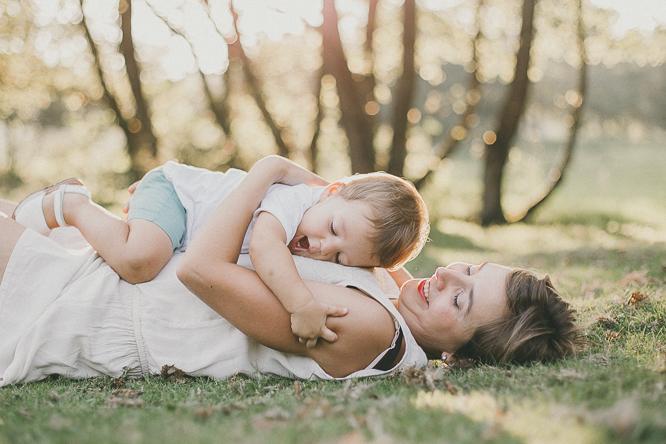 fotografo reportaje de familia bilbao forester 24 Alaitz + Ibai = Unai | Sesión de familia en Urkiola