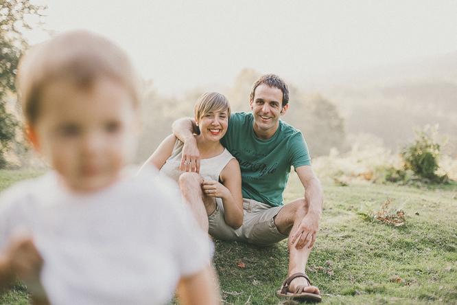 fotografo reportaje de familia bilbao forester 31 Alaitz + Ibai = Unai | Sesión de familia en Urkiola