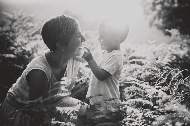 fotografo reportaje de familia bilbao forester 37 Alaitz + Ibai = Unai | Sesión de familia en Urkiola
