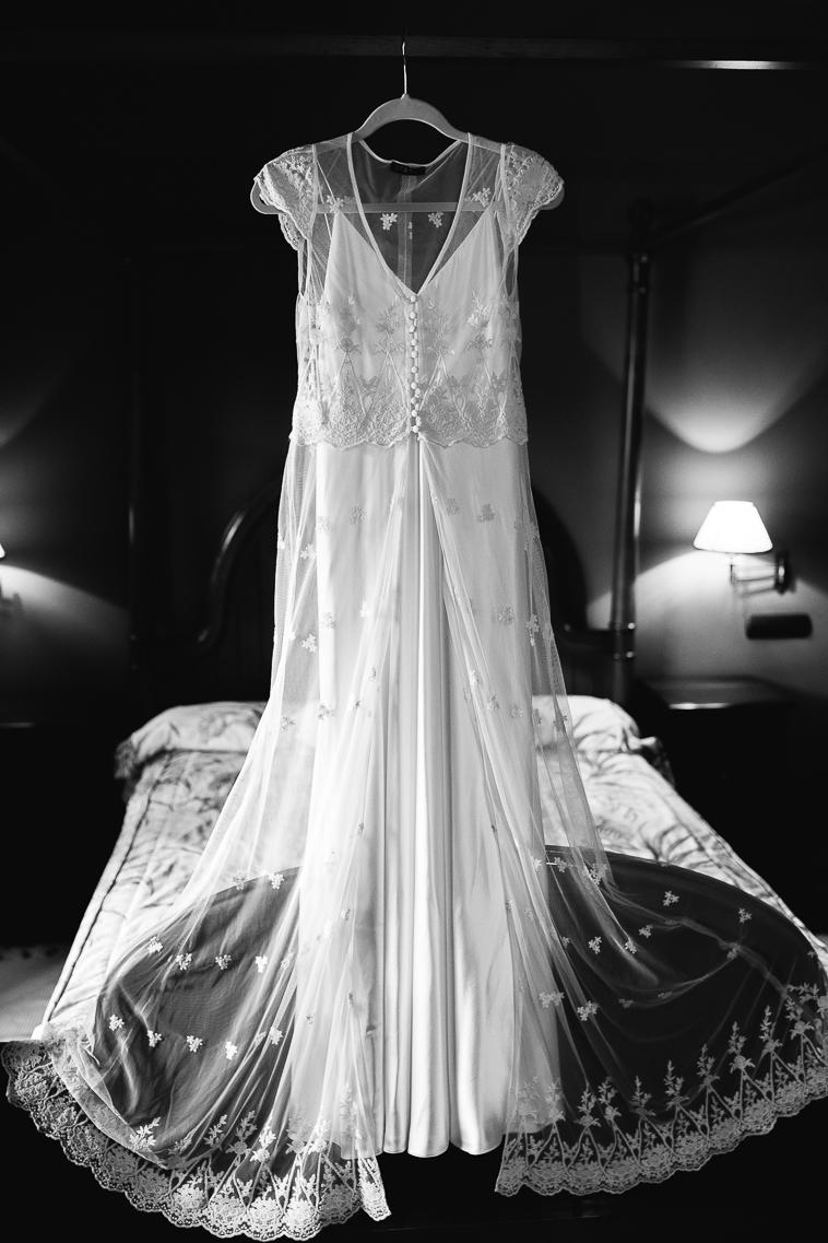 vestido de novia otaduy 1 Lara & Patxi | Boda surfera en Barrika