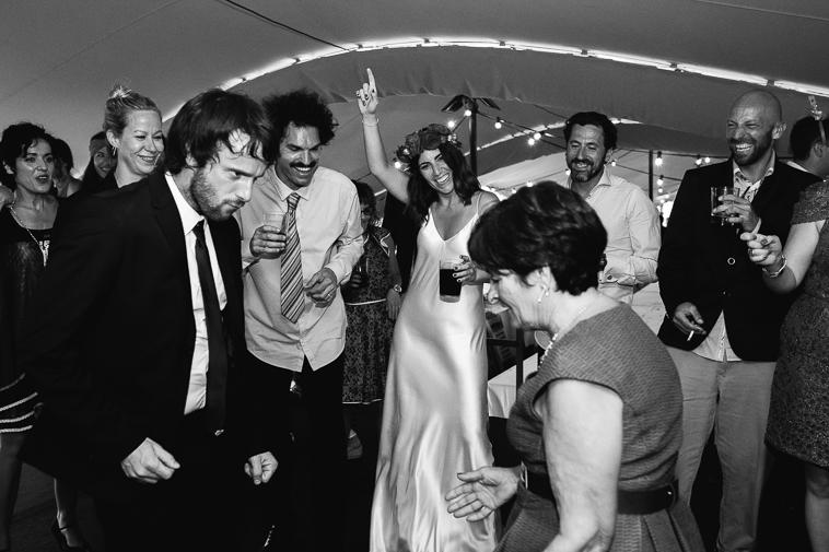 fotografo de bodas bilbao 1422 Lara & Patxi | Boda surfera en Barrika